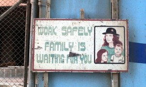 सुरक्षित रूप से काम करते हैं. परिवार आप के लिए इंतज़ार कर रही है.